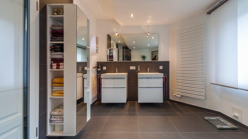 10 m black and white schr der heizung sanit r. Black Bedroom Furniture Sets. Home Design Ideas