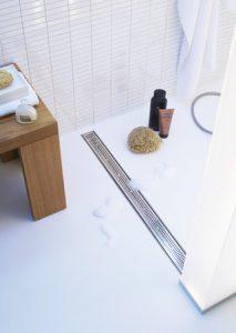 Bodenebene Dusche TECEdrainline Glas für einen barrierefreien Zugang zur Dusche.
