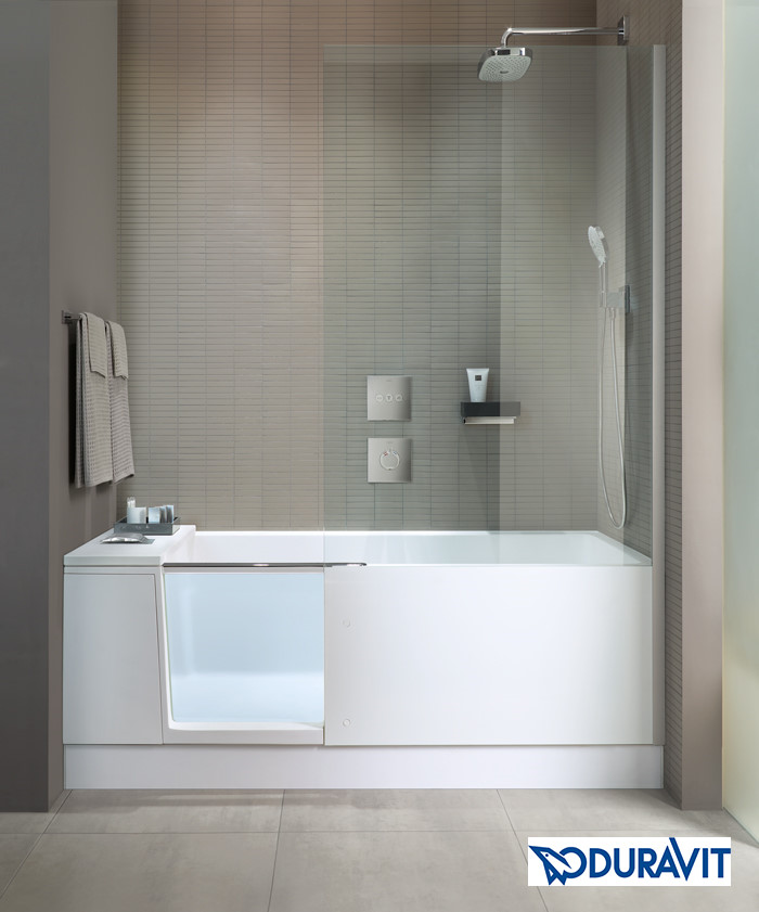 Duravit Shower and Bath komplettansicht mit Duschabtrennung und Glastür